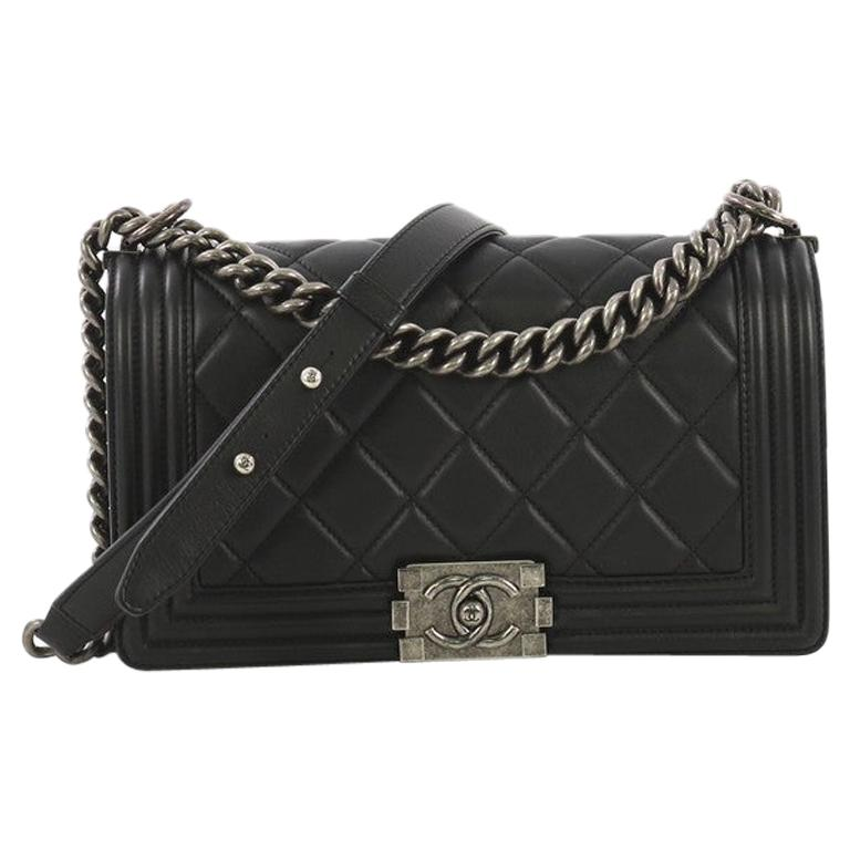 f31a4a739b7e Vintage Chanel Crossbody Bags and Messenger Bags - 645 For Sale at 1stdibs