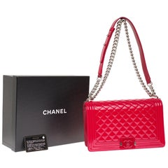 Chanel Boy New medium(28 cm) shoulder bag in red quilted  patent leather, SHW !