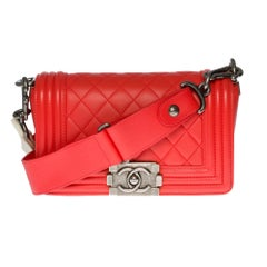 Chanel Boy Small size shoulder bag in red quilted leather and silver hardware