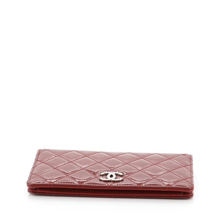 Chanel Brilliant L-Yen Wallet Quilted Patent In Good Condition For Sale In New York, NY