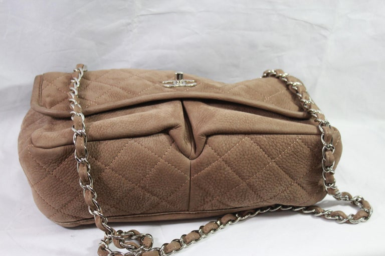 Chanel Brown Crossbidy Classic Leather Bag In Excellent Condition For Sale In Paris, FR