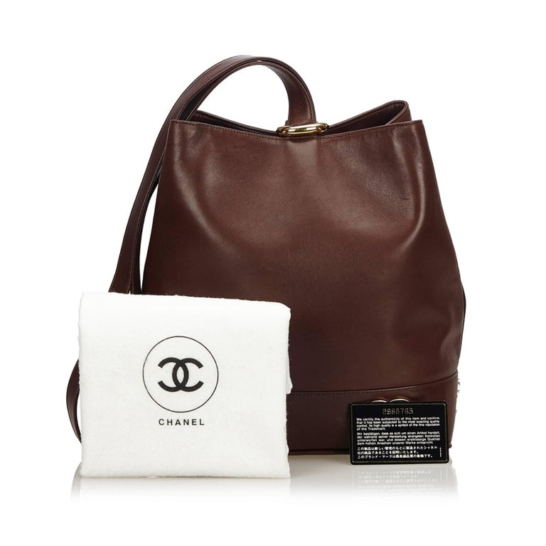 """Chanel Brown Leather Gold Toned """"CC"""" Bucket Bag For Sale 6"""