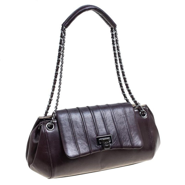 Chanel Burgundy Leather Accordion Vintage Vertical Quilted Flap Bag For Sale 6