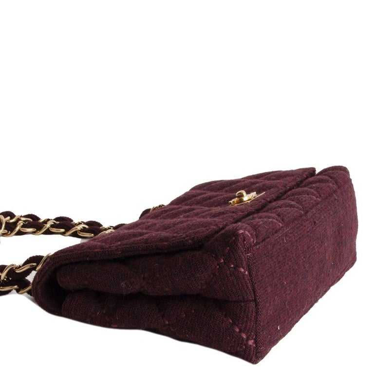CHANEL burgundy quilted wool JERSEY CLASSIC FLAP Shoulder Bag In Excellent Condition For Sale In Zürich, CH