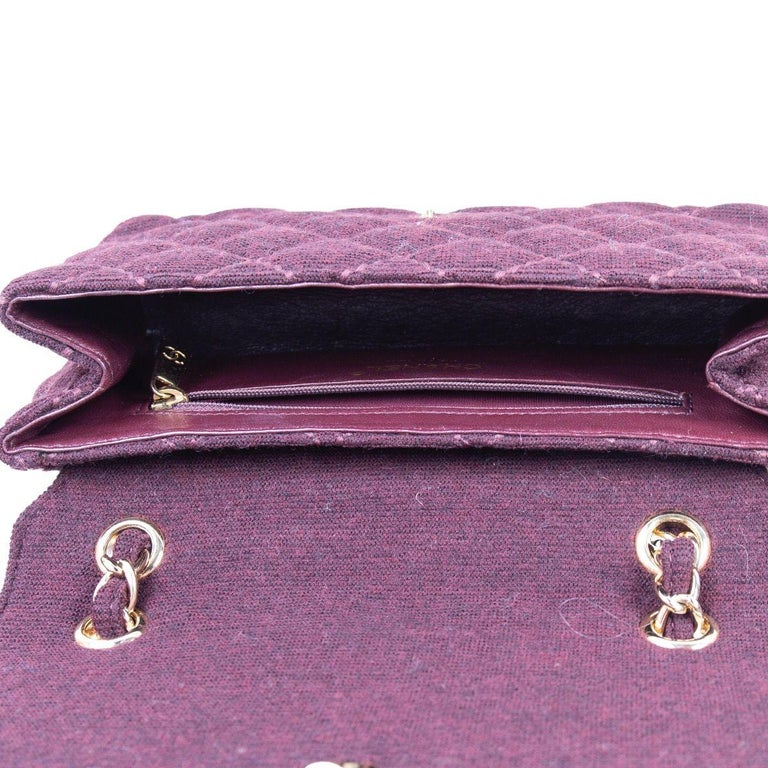 Women's CHANEL burgundy quilted wool JERSEY CLASSIC FLAP Shoulder Bag For Sale