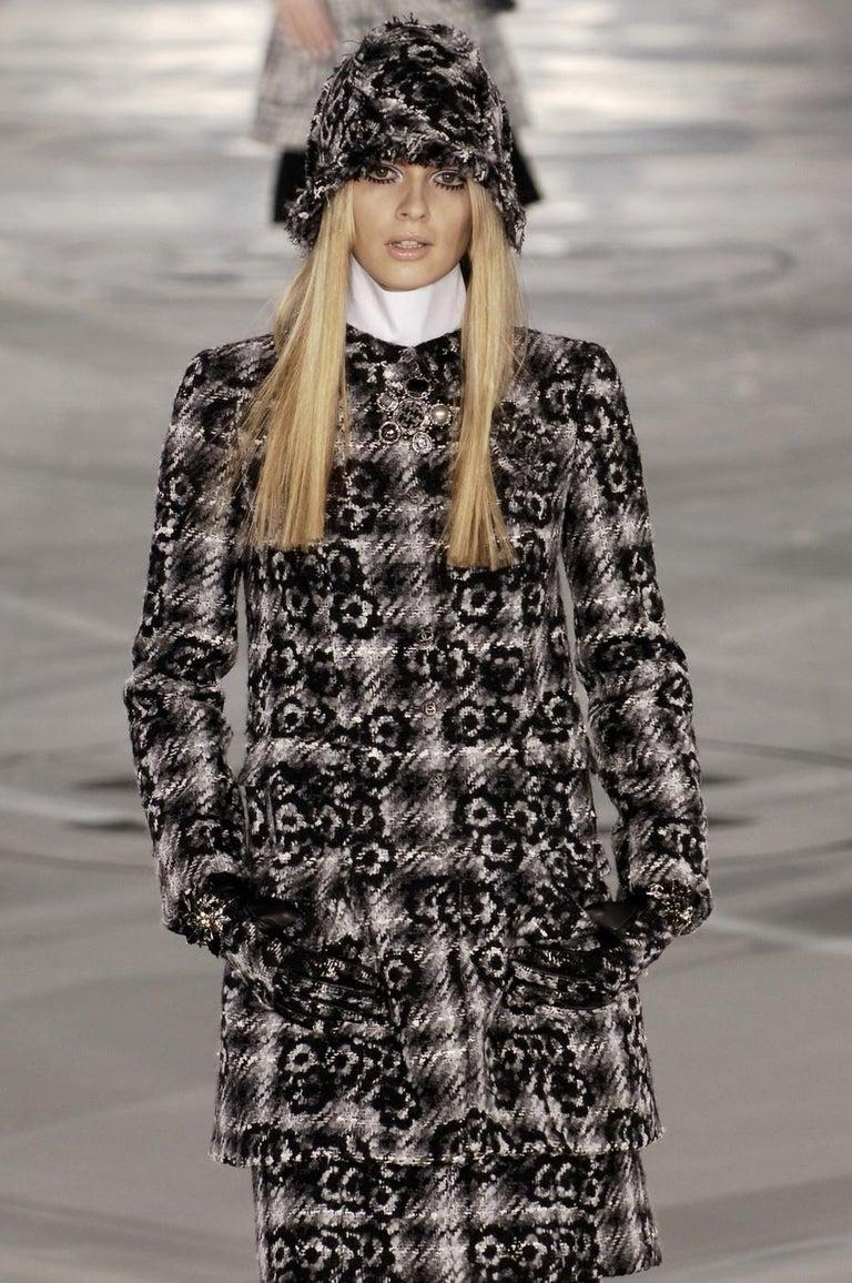 Black Chanel by Karl Lagerfeld grey wool tweed bucket hat, fw 2005 For Sale