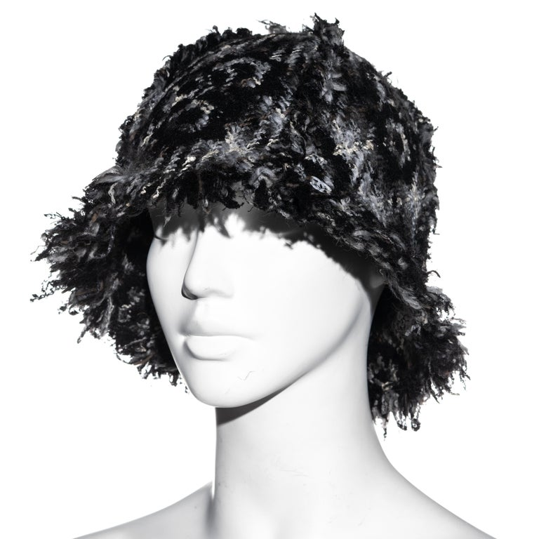 Chanel by Karl Lagerfeld grey wool tweed bucket hat, fw 2005 In Excellent Condition For Sale In London, GB