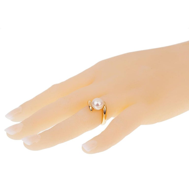 Women's Chanel Bypass Yellow Gold Pearl Ring For Sale