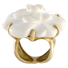 Chanel Camélia 18 Karat Yellow Gold and Agate Ring