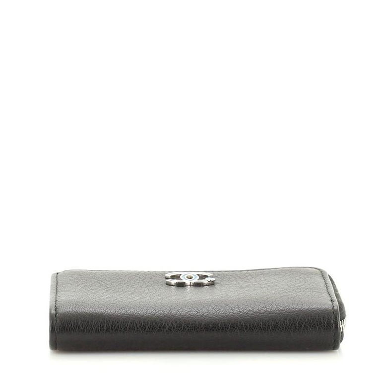 Women's or Men's Chanel Camellia Coin Purse Goatskin For Sale