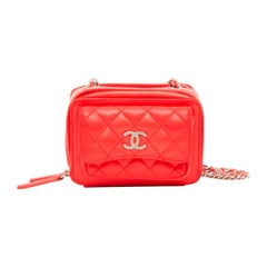 Chanel, Camera in red leather