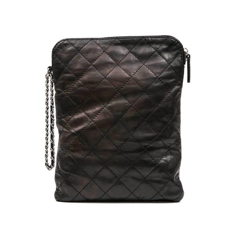 Women's or Men's CHANEL Case for iPad in Black Soft Quilted Lambskin Leather For Sale