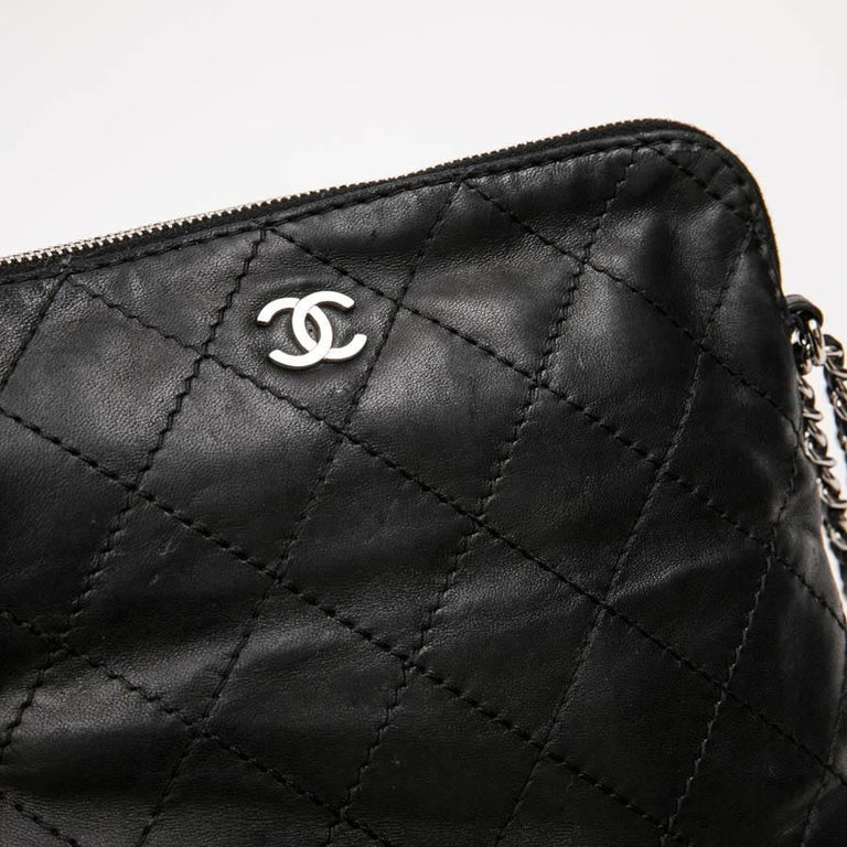 CHANEL Case for iPad in Black Soft Quilted Lambskin Leather For Sale 5