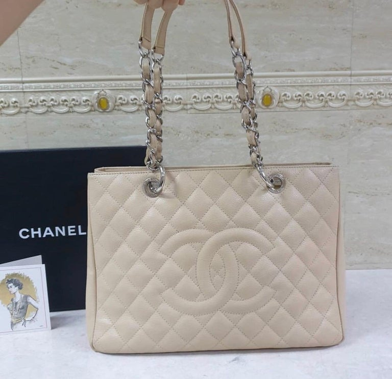 Chanel Caviar Cream Leather Grand Shopping Tote Bag  In Excellent Condition In Kiev, UA