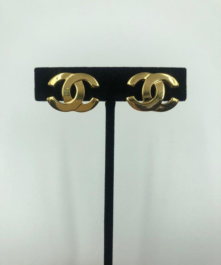 Chanel gold double CC clip earrings Circa 1990