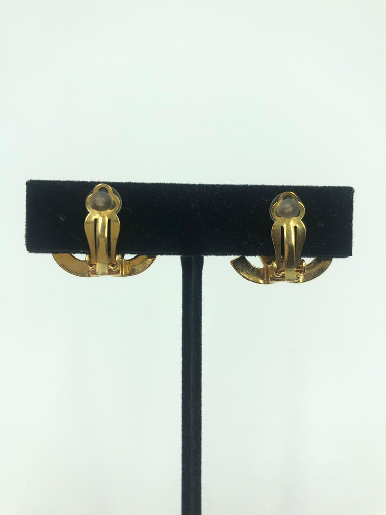 Chanel CC Gold Clip On Earrings In Good Condition For Sale In Los Angeles, CA