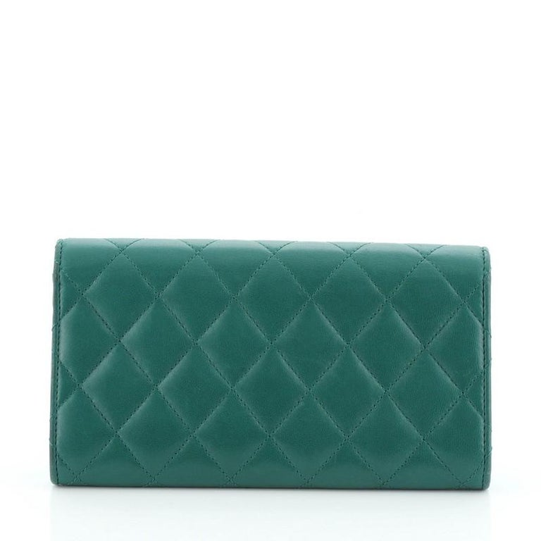 Women's or Men's Chanel CC Gusset Classic Flap Wallet Quilted Lambskin Long For Sale