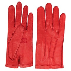Chanel CC leather gloves
