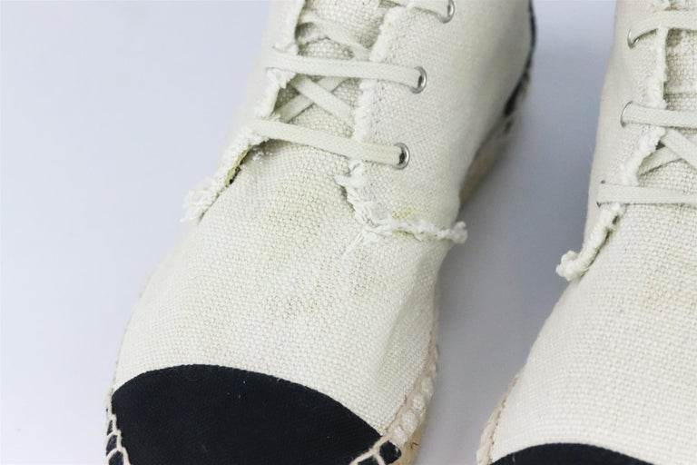 Chanel CC Linen & Canvas Espadrilles In Excellent Condition For Sale In London, GB