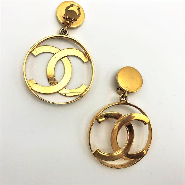 Artisan Chanel CC Logos sunburst hoop dangle ear clips gold plated For Sale