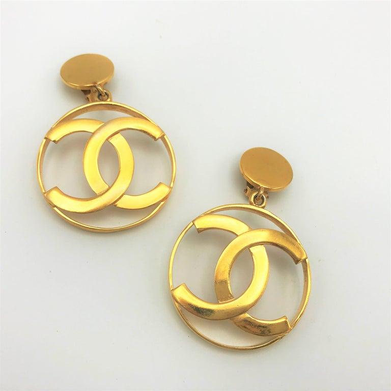 Chanel CC Logos sunburst hoop dangle ear clips gold plated For Sale 4
