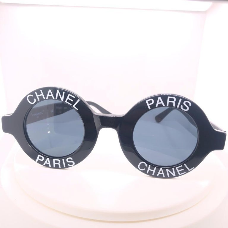 Fashion statements, Chanel's eyewear float between contemporary innovation and utter classic sophistication, in a manner only the French maison can muster. Crafted from black plastic, this CC logos sunglasses feature round frames, dark tinted