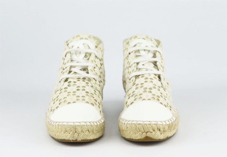 Chanel CC Patent Leather Trimmed Crochet Espadrilles In Good Condition For Sale In London, GB