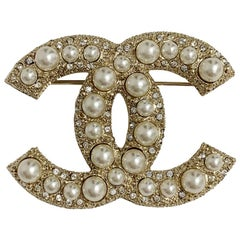 Chanel CC Pearly Brooch