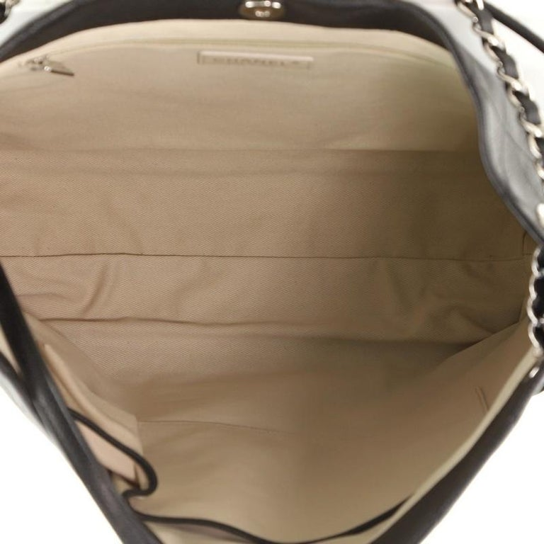 Chanel CC Pocket Hobo Quilted Caviar Medium For Sale 1
