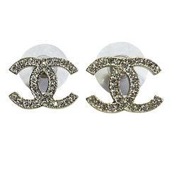 CHANEL CC Stud Earrings in Pale Gilded Metal