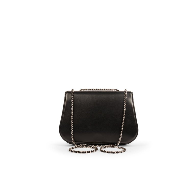 Chanel Chain Around Medium Crossbody Black Flap Bag In Excellent Condition For Sale In Sundbyberg, SE