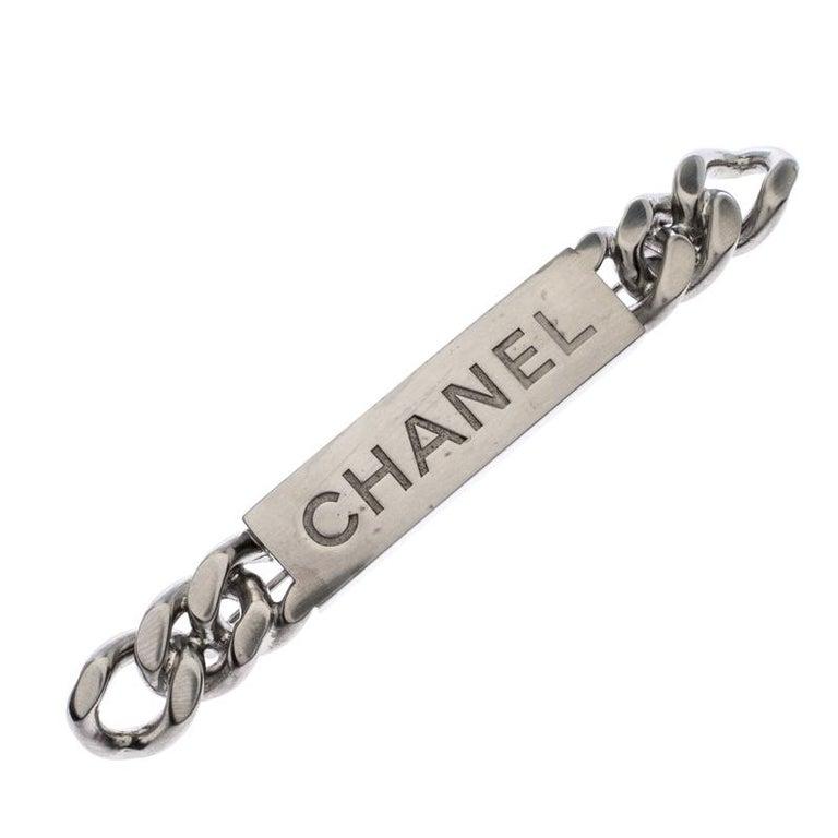 Chanel Chain Link Motif Silver Tone Bar Pin Brooch In Excellent Condition For Sale In Dubai, Al Qouz 2