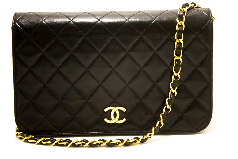 An authentic CHANEL Chain Shoulder Bag Clutch Black Quilted Flap made of black Lambskin. The color is Black. The outside material is Leather. The pattern is Solid. This item is Vintage / Classic. The year of manufacture would be 1995. Conditions &