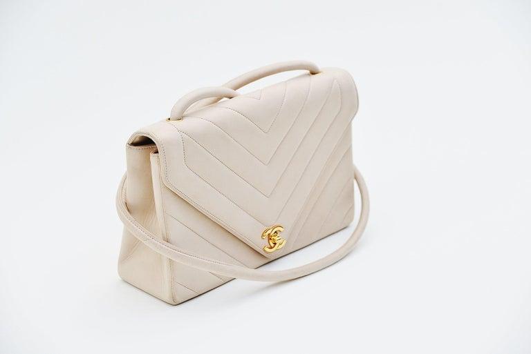 Beige Chanel Chevron CC Ivory quilted shoulderbag Vintage For Sale