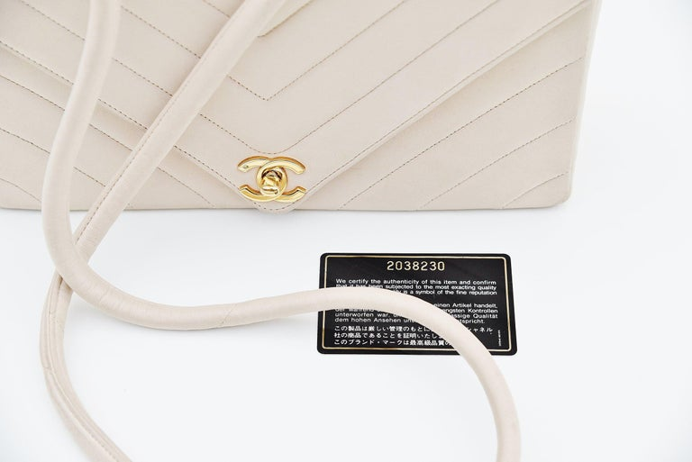 Chanel Chevron CC Ivory quilted shoulderbag Vintage For Sale 4