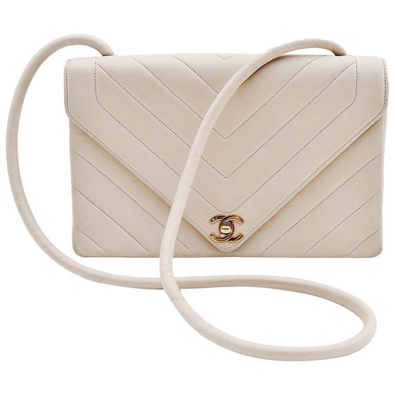 Chanel Chevron CC Ivory quilted shoulderbag Vintage For Sale