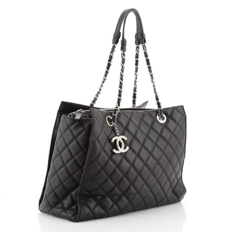 Chanel Chic and Soft Shopping Tote Quilted Calfskin Large In Good Condition For Sale In New York, NY