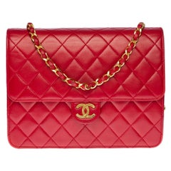 Chanel Classic 22cm shoulder bag in Red quilted lambskin and gold hardware