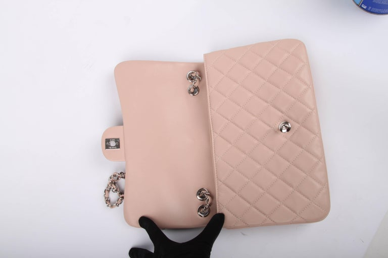 Chanel Classic Flap Bag Jumbo 3 - dusty pink For Sale 1