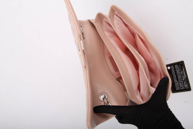 Chanel Classic Flap Bag Jumbo 3 - dusty pink For Sale 2