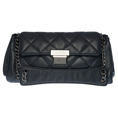 Chanel Classic Flap shoulder bag in grey quilted leather, SHW