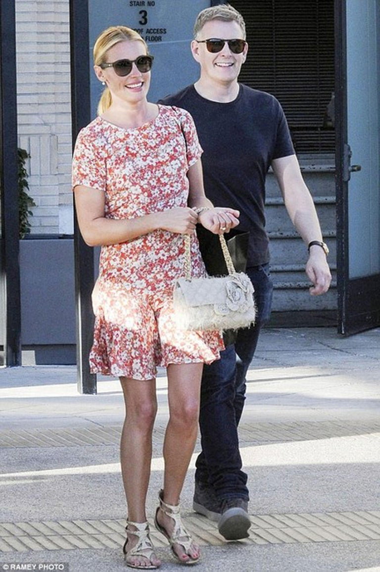 Women's or Men's Chanel Classic Flap Straw Camelia Nude Beige Jute Raffia Tweed Rope Shoulder Bag For Sale