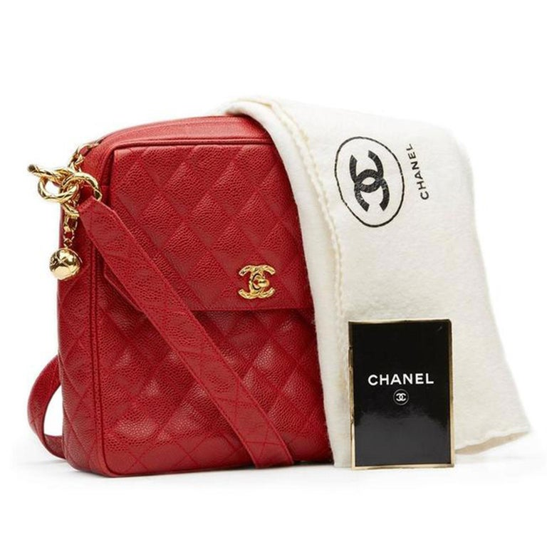 Chanel Classic Flap Vintage with Gold Hardware Red Caviar Leather Cross Body Bag In Good Condition For Sale In Miami, FL