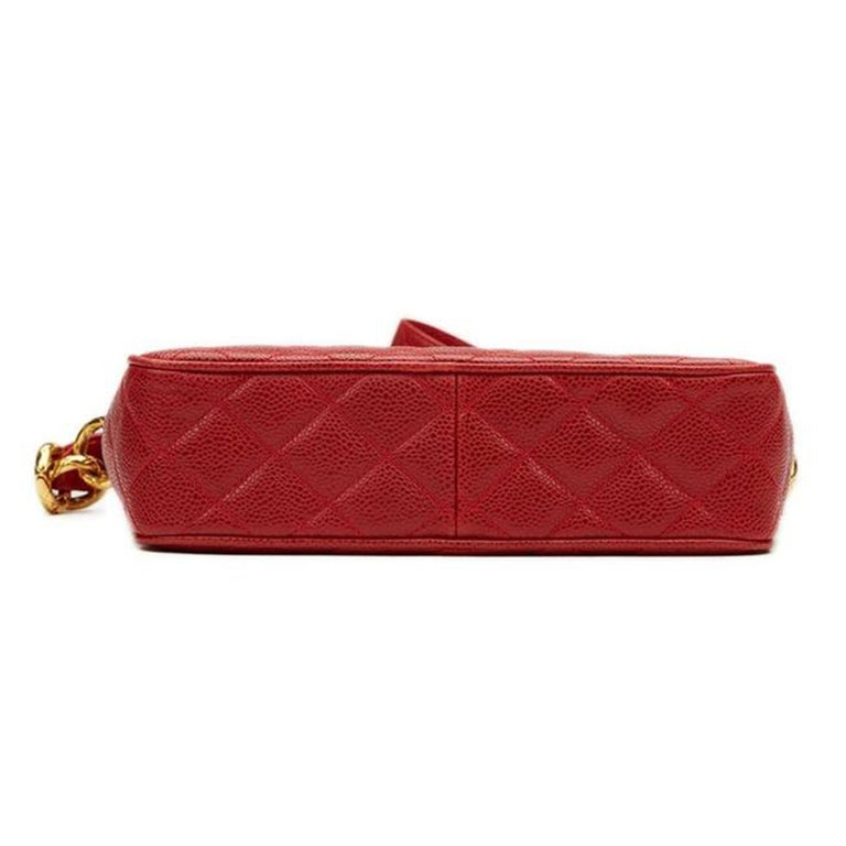 Chanel Classic Flap Vintage with Gold Hardware Red Caviar Leather Cross Body Bag For Sale 2