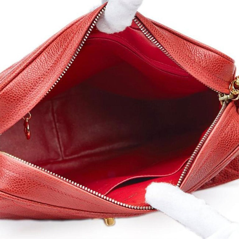 Chanel Classic Flap Vintage with Gold Hardware Red Caviar Leather Cross Body Bag For Sale 3