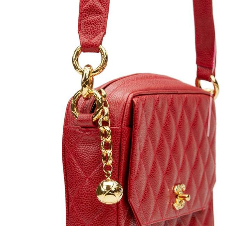 Chanel Classic Flap Vintage with Gold Hardware Red Caviar Leather Cross Body Bag For Sale 4
