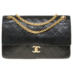 Chanel Classic shoulder bag in black quilted lambskin and gold hardware