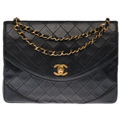 Chanel Classic Shoulder bag in black quilted leather and gold hardware