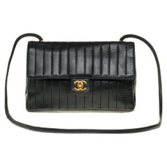 Chanel Classic shoulder bag in chevron black quilted lambskin with gold hardware
