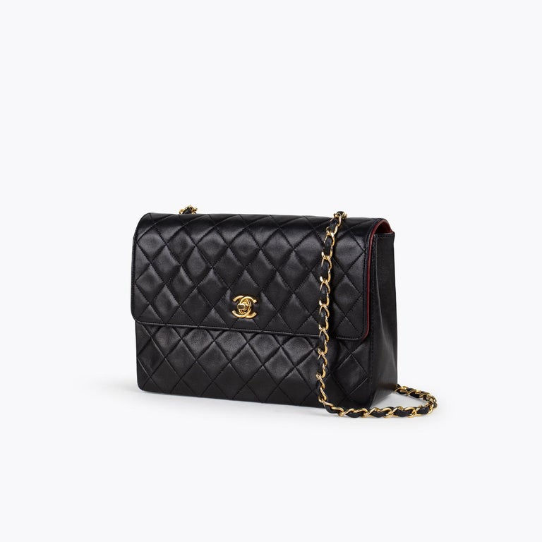 Black quilted leather Chanel Classic small single flap crossbody bag with  – Gold-tone hardware – Chain-Link Shoulder Strap – Burgundy leather lining – Three interior compartments, single zip pocket at interior wall and CC turn-lock closure at front